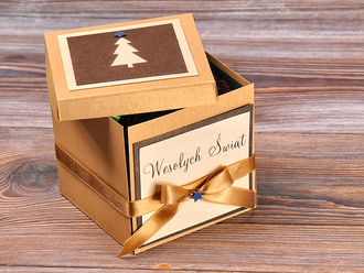http://prezenty.decorisus.pl/thumbs_crop/330/templates/template_1/3/images/products/178/04/xmasbox1.jpg